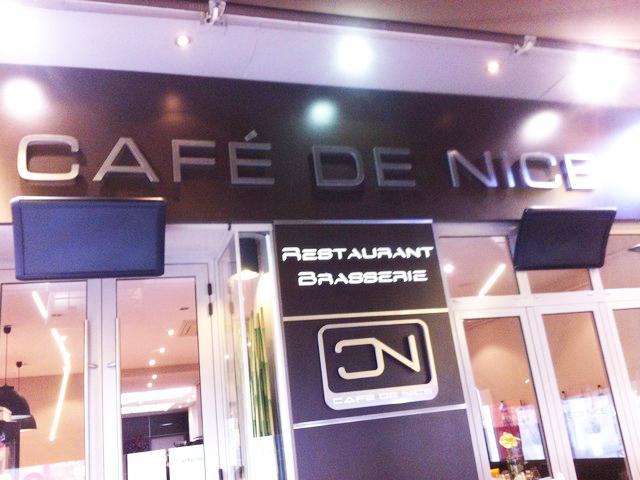 Terrasse Café de Nice VARMIGO